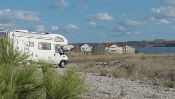 lato i wakacje z kamperem