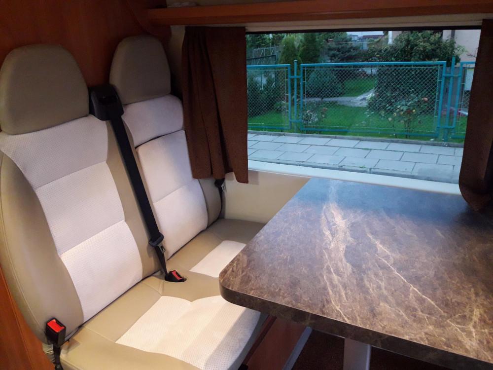 Peugeot Boxer - stolik z siedzeniami